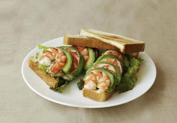 エビとアボカドのサンドイッチ イメージ