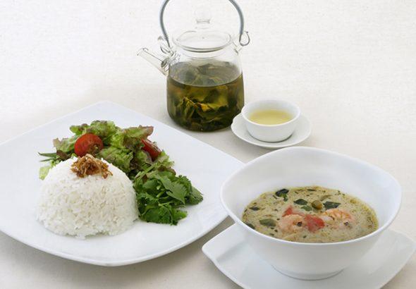 凍頂烏龍茶(トウチョウウーロンチャ)のグリーンカレー